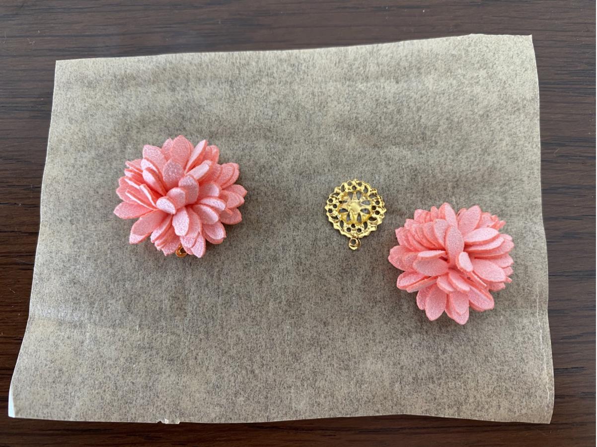ハンドメイドレジンを使ったお花パーツと押し花イヤリングのレシピ・作り方