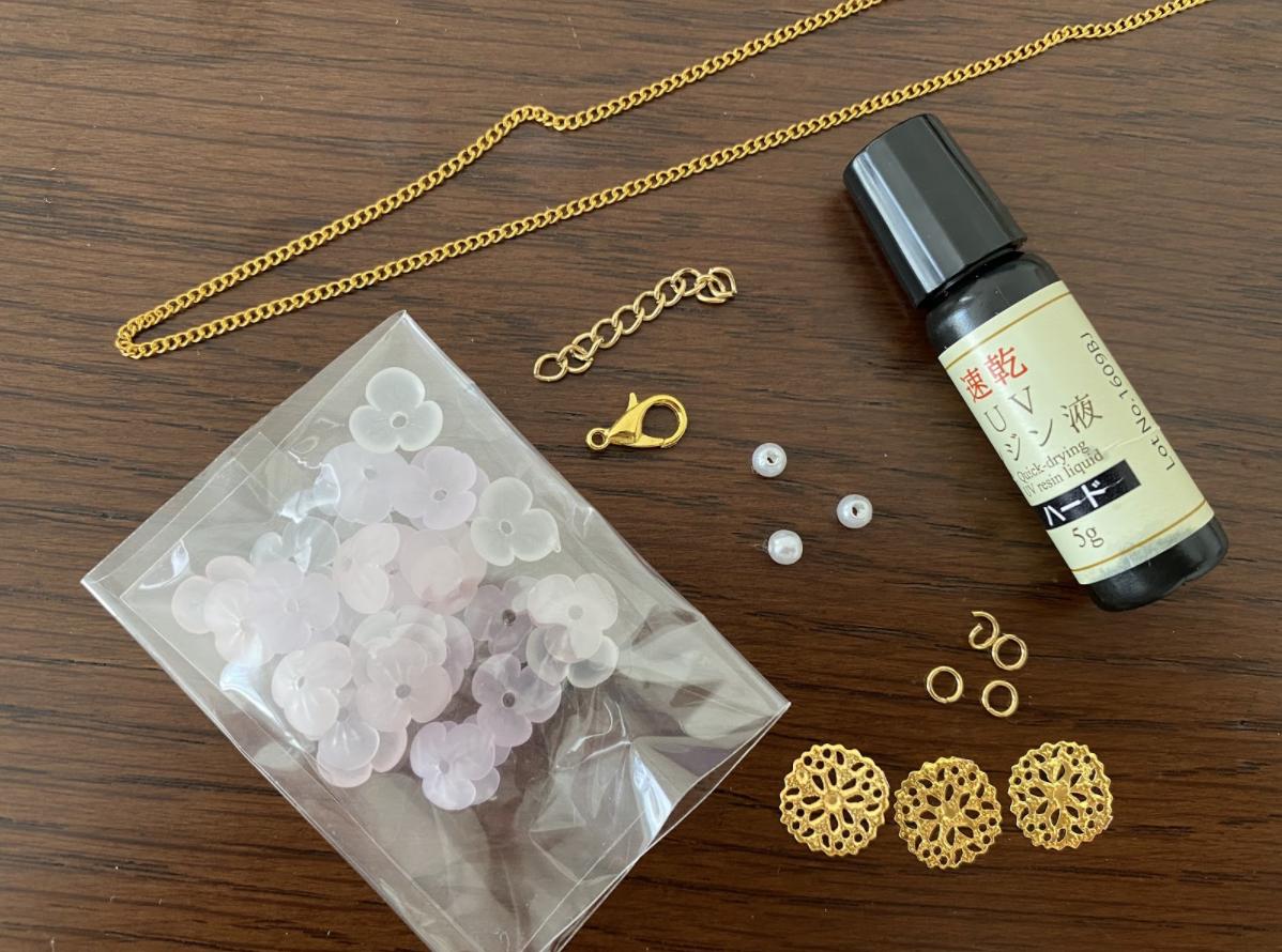 ハンドメイドレジンで作る「お花とパールのネックレス」に使用するパーツ・材料