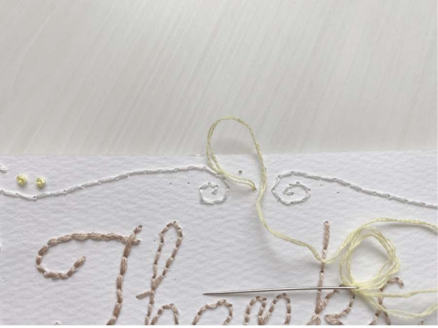 3紙刺繍での花びらの縫い方(レゼーデイジーステッチ)