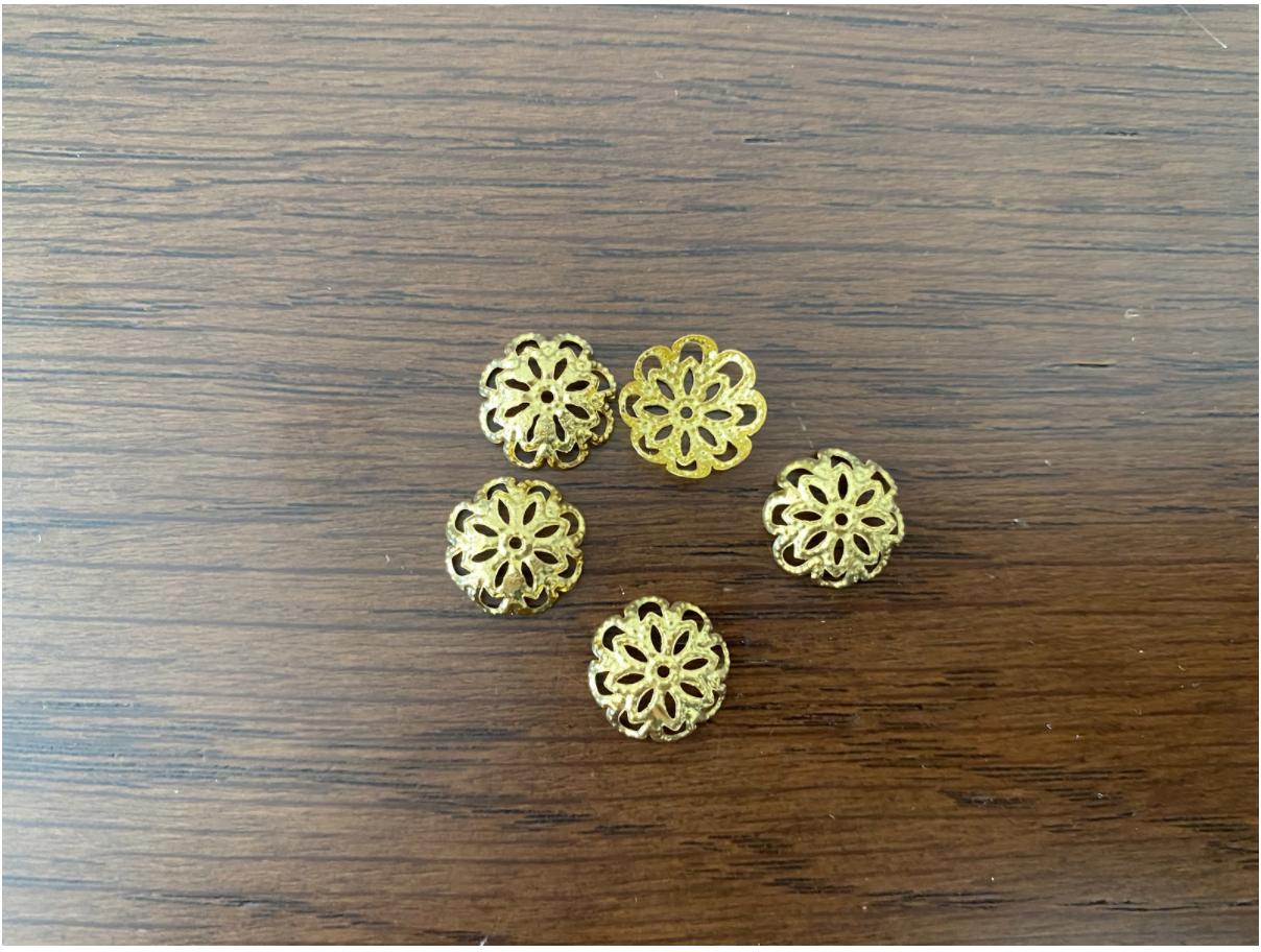 【DIYピアスのパーツ一覧】造花とコットンパールのロングピアス作りに必要な材料