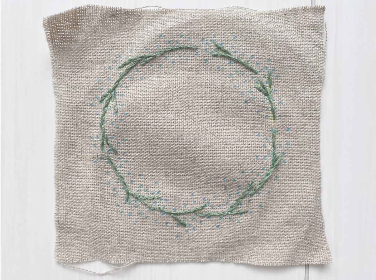 おしゃれでかわいいかすみ草リースの刺繍をしていこう!縫い方や刺し方の手順