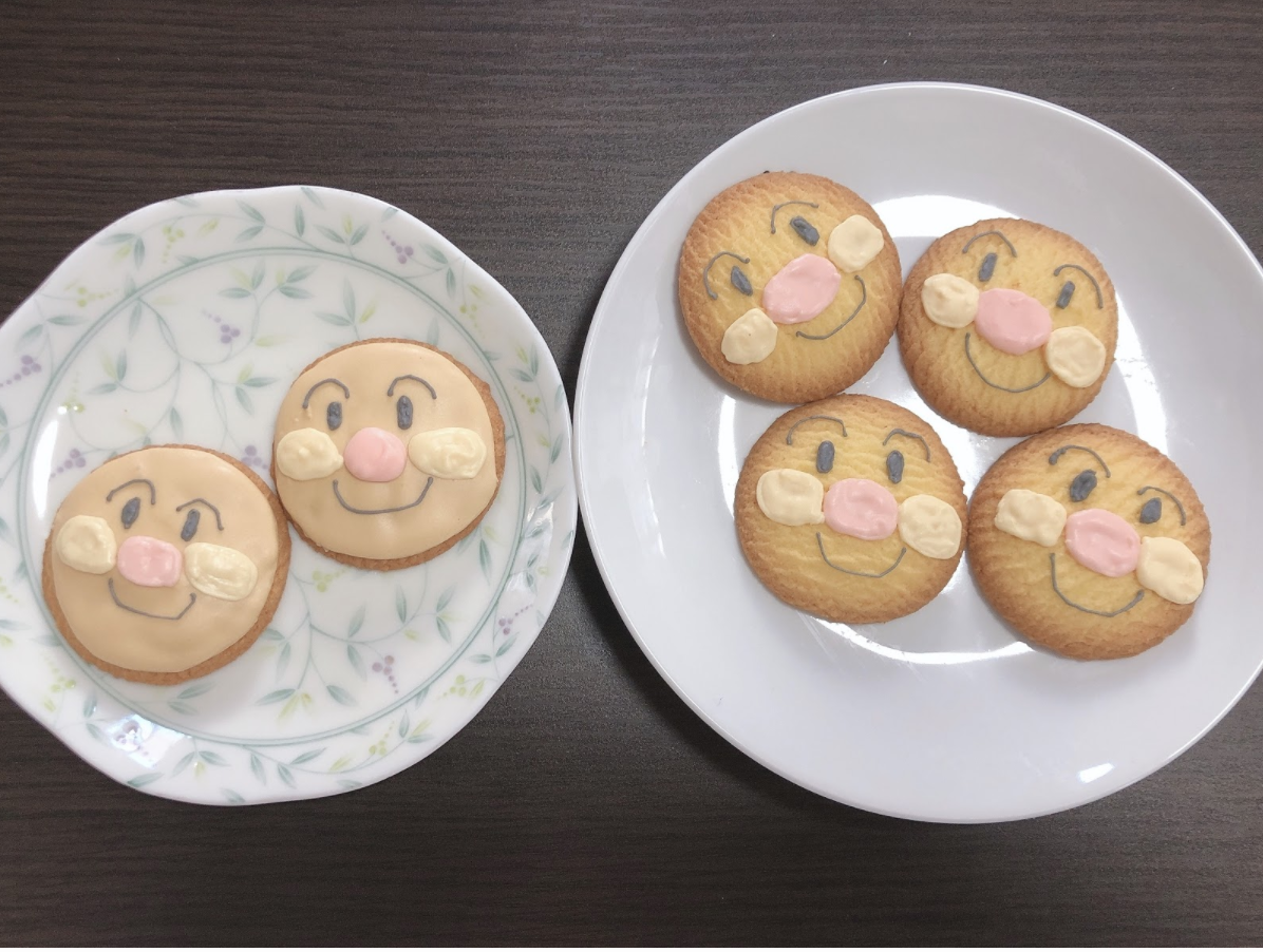 【おうち時間に親子で作る】アンパンマンのアイシングクッキー作りのレシピを紹介