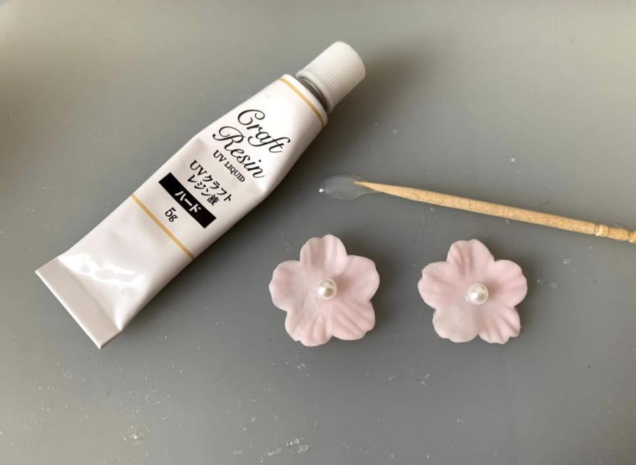 樹脂粘土を使った「1輪お花とパールピアス」の作り方・レシピ