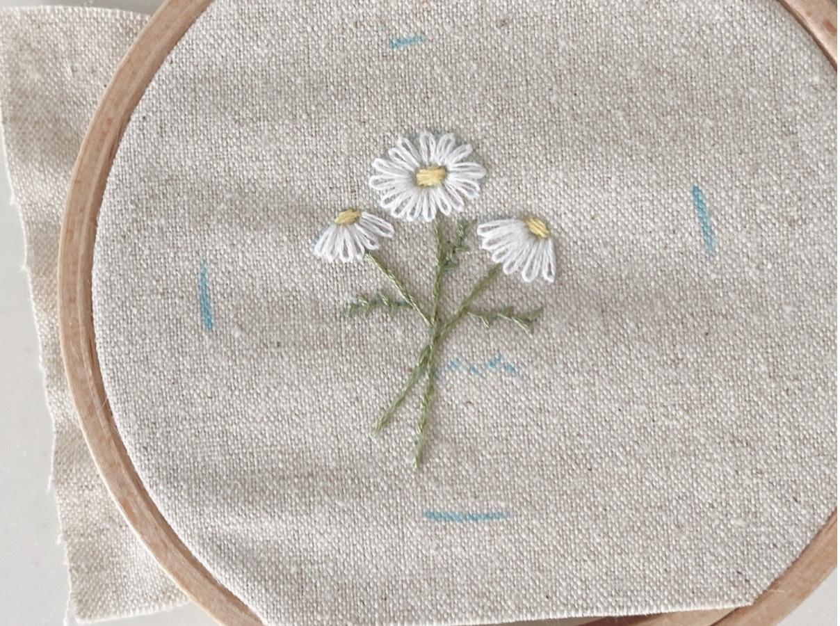 いつものミラーをおしゃれに、マーガレット刺繍/花束刺繍のやり方