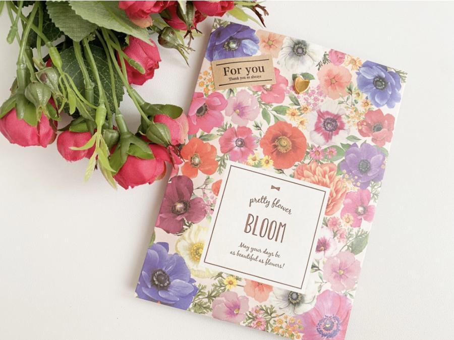 minneで出品している作品を可愛い花柄の袋に入れて簡単にラッピング