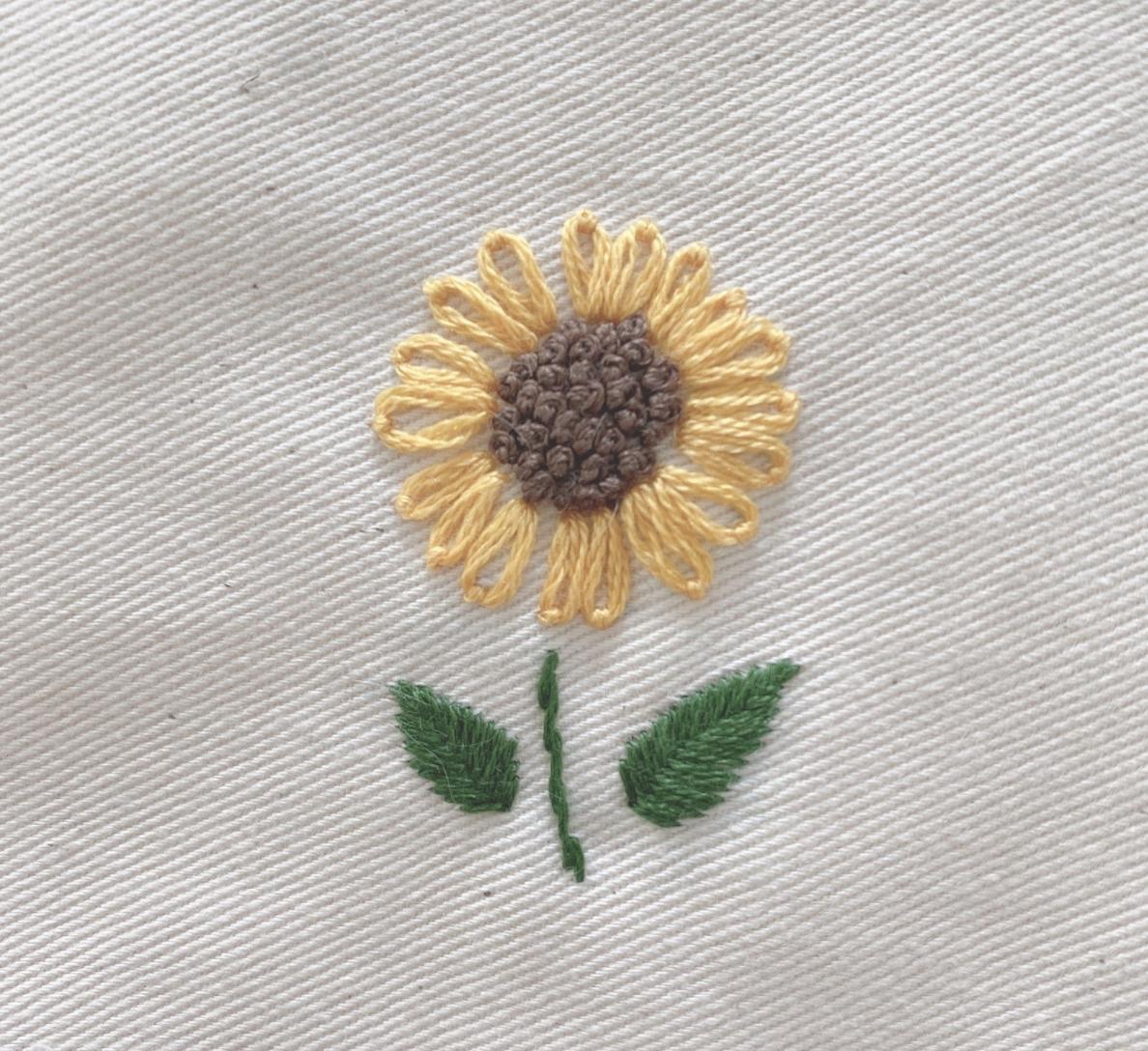 刺繍初心者でも簡単!ワンポイントひまわり刺繍のやり方とポイント&コツ刺繍初心者でも簡単!ワンポイントひまわり刺繍のやり方とポイント&コツ