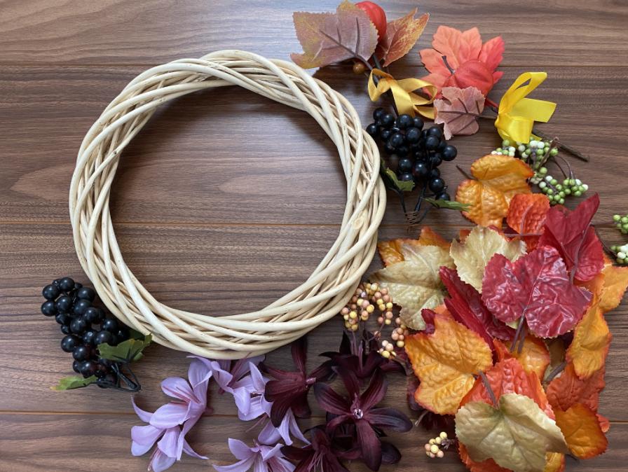 ハロウィンで子供と飾り付けができるかわいい手作りリースの作り方